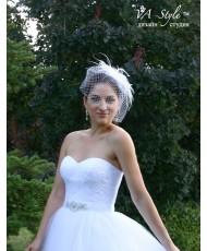 SH 300 Вуаль белого цвета с украшением из перьев