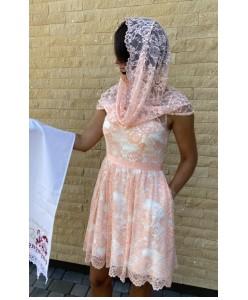 V 175 Кружевное платье в персиковом цвете