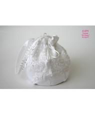 S 075 Сумочка-бочёнок белая атласная с кружевом