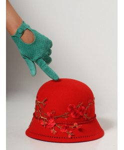 SH fetr 004 Шляпка-клош с вышивкой красная