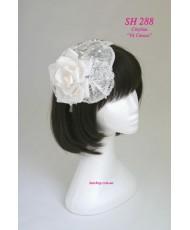 Шляпка-листик нежно-молочного цвета с розой SH 288