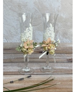 B 050 Весільні келихи пара з квітами