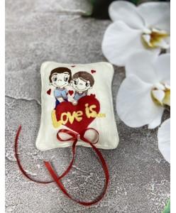 P 070 Подушечка Love is лён