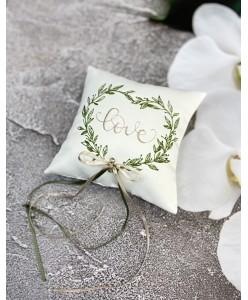 P 093 Атласная подушечка Love с пудровой вышивкой