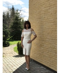 V 200 Кружевное платье-футляр с рукавом
