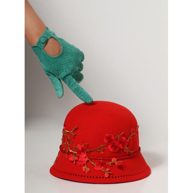 https://www.hatshop.com.ua/2316-8360-thickbox/sh-fetr-004-schlyapka-klosch-s-vyschivkoy-krasnaya.jpg
