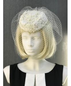 SH 325-1 Свадебная шляпка-таблетка молочная с вуалью