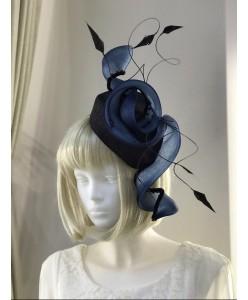 SH 622 Шляпка черные с синим завитки