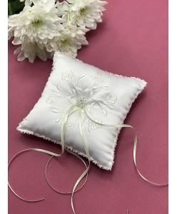P 065 Подушечка белая с вышивкой айвори